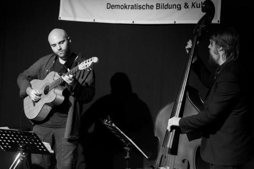 Nikolai Muck - Gitarre, Leon Lissner - Bass