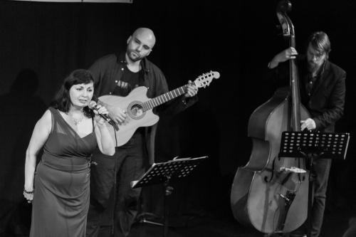 Rita Siegmann - Gesang, Nikolai Muck - Gitarre, Leon Lissner - Bass